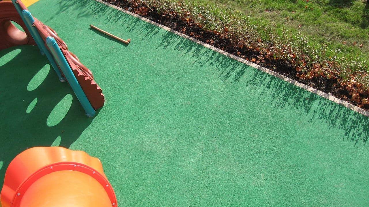 Как сделать покрытие для детской площадки 852