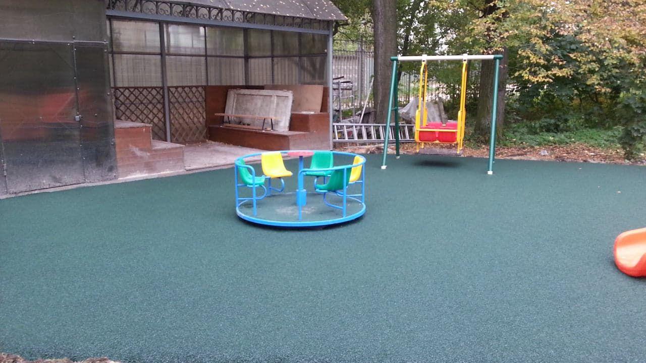 Как сделать покрытие для детской площадки 977